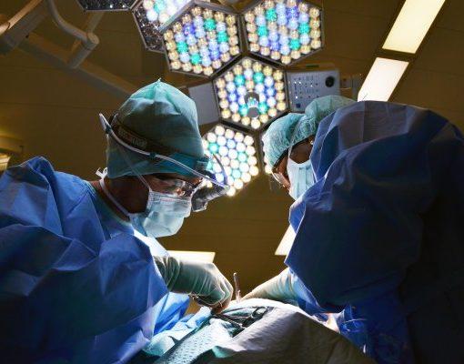 Человеку впервые установили «бионическое сердце», которое имеет беспроводную зарядку. 10