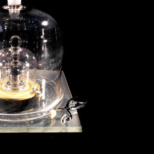 Ученые отказались от материального эталона килограмма 4