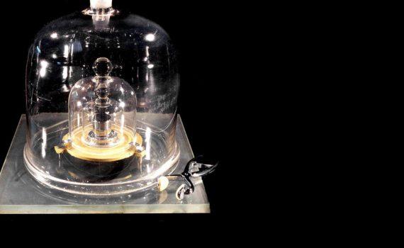 Ученые отказались от материального эталона килограмма 8
