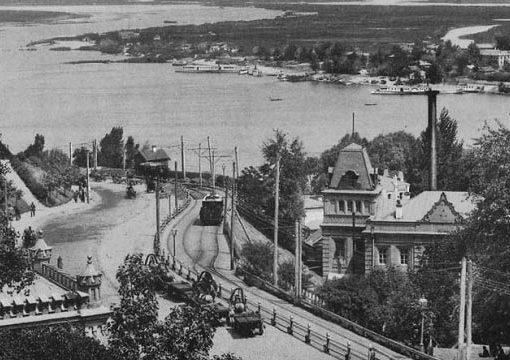 13 июня 1892 года (127 лет назад) — в Киеве был пущен первый  электрический трамвай 7
