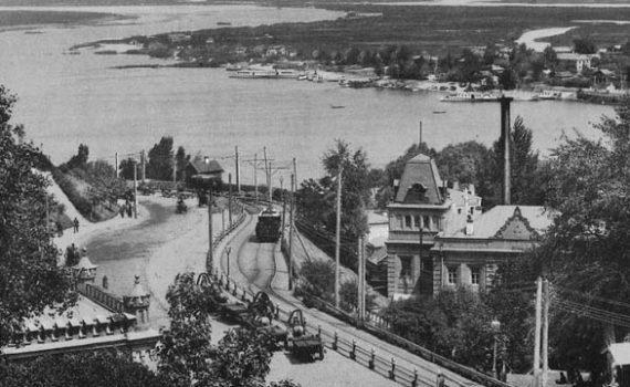 13 июня 1892 года (127 лет назад) — в Киеве был пущен первый  электрический трамвай 9