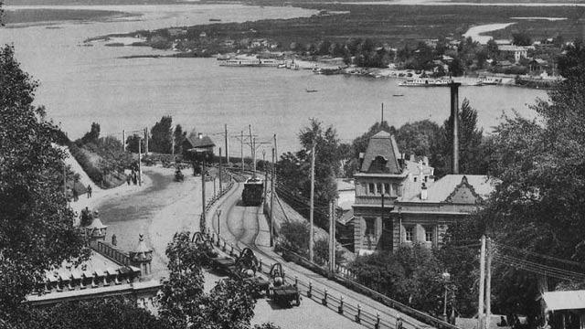 13 июня 1892 года (127 лет назад) — в Киеве был пущен первый  электрический трамвай 1