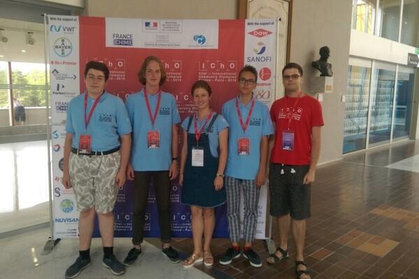 В Париже украинские школьники выиграли 4 медали на олимпиаде по химии 2