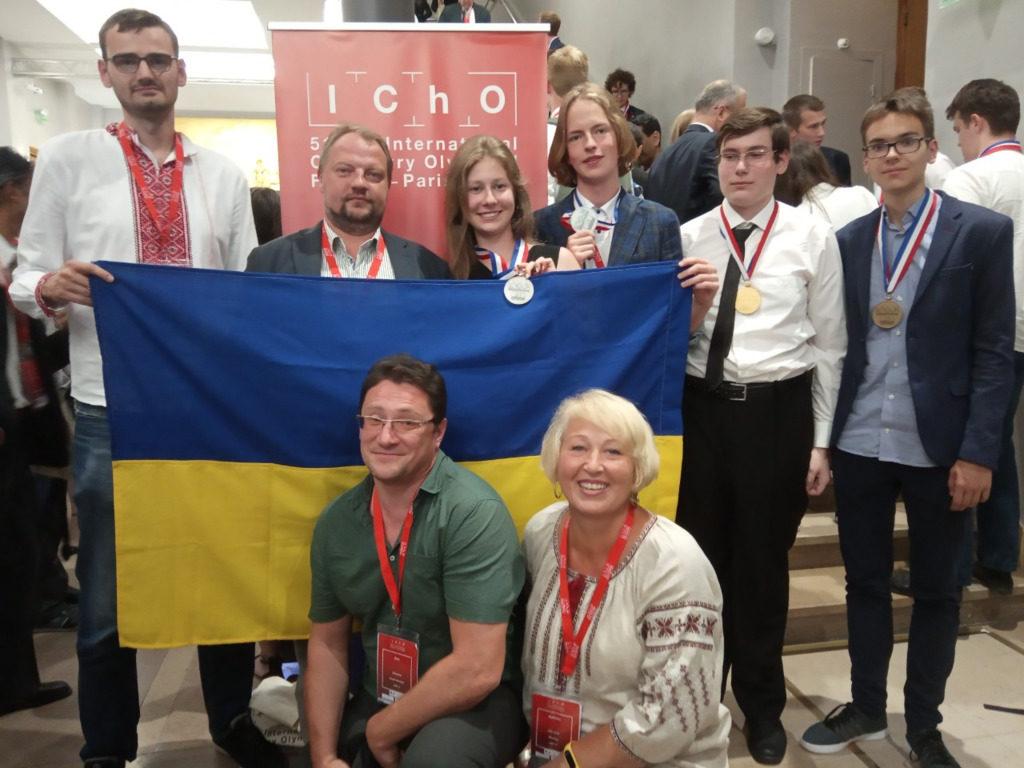В Париже украинские школьники выиграли 4 медали на олимпиаде по химии 3