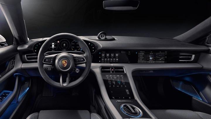 Porsche представила свой первый серийный электромобиль Taycan 5