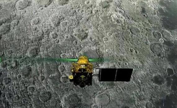 Индия потеряла связь со своим луноходом 11