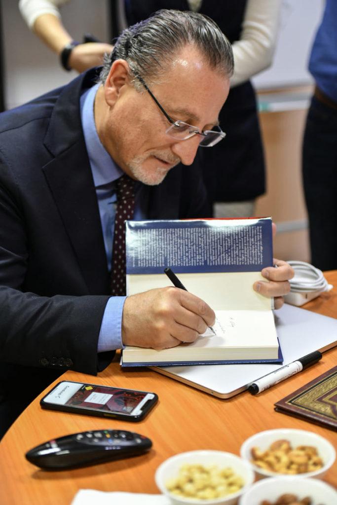 Итальянский  профессор Антонио Никасо стал почётным академиком УАН 9