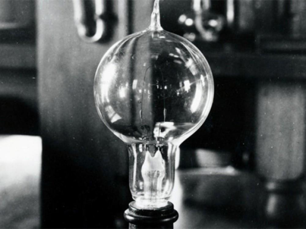 «Свеча Яблочкова» — прообраз современной электрической лампочки 1